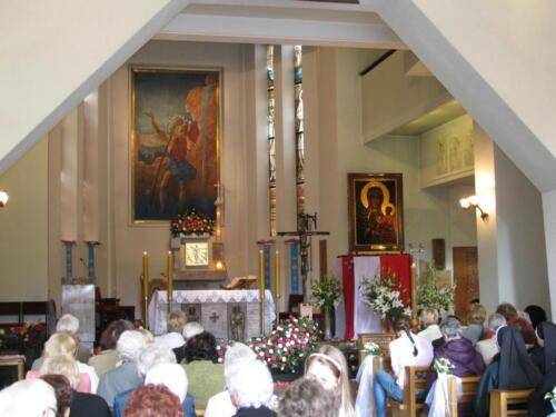 kosciol nawa i oltarz-foto r.frej